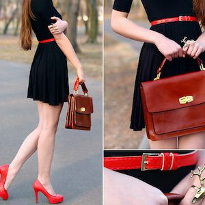 Shoes, bag and belt should be in the same colour