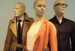 How to dress mannequins in a shopping store: merchandising lessons